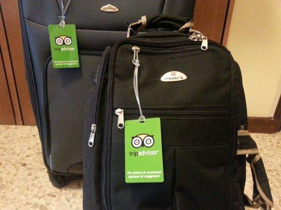 Hotel Sikania: le mie valige con i simpatici gadget che mi avrte inviato grazie TripAdvisor