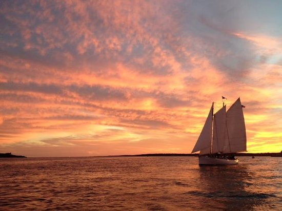 Cliffside Inn: Beautiful sunset sail