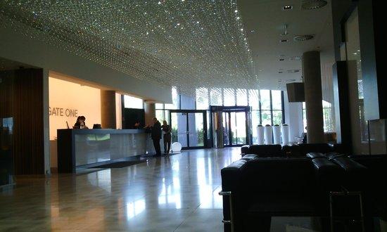 NH Bratislava Gate One: the lobby