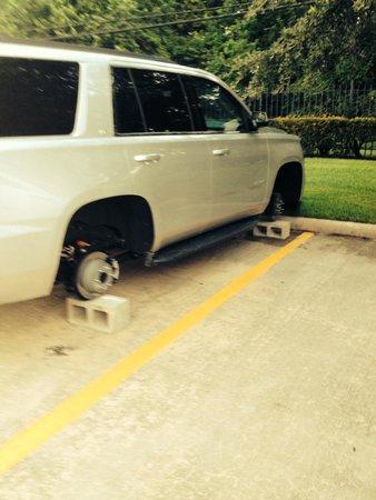 Hyatt Place Houston Bush Airport: more tires gone