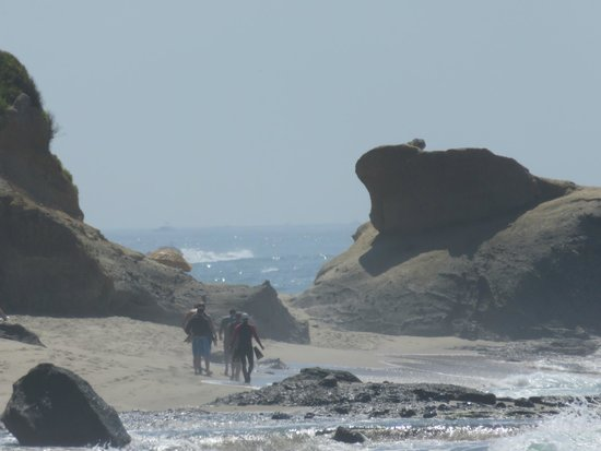 Aliso Beach Park: Rocky shoreline makes for pretty pictures