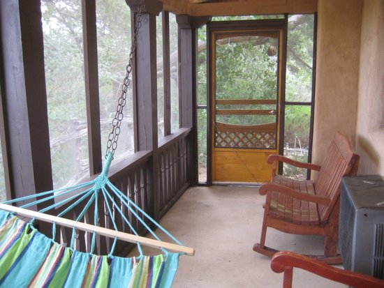 Abiquiu Inn: screened in porch with hammock and chairs