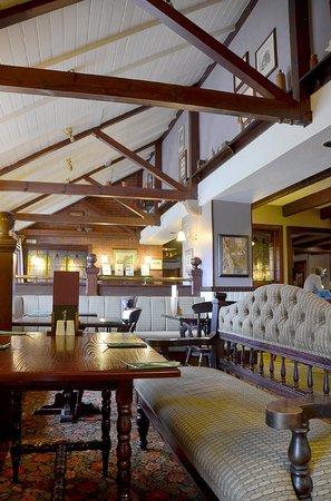 Crofter's Hotel : tavern