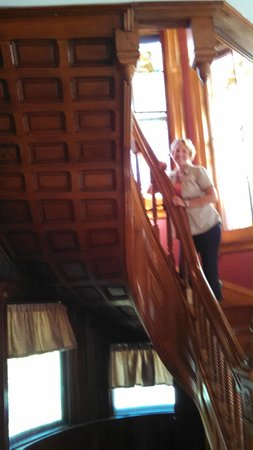 Haysler House Bed and Breakfast: Beautiful Staircase