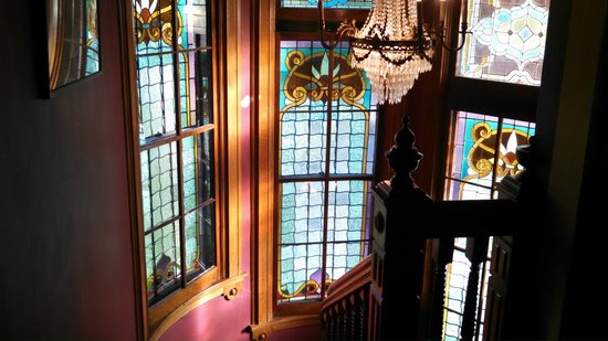 Haysler House Bed and Breakfast: Curved Stained Glass windows