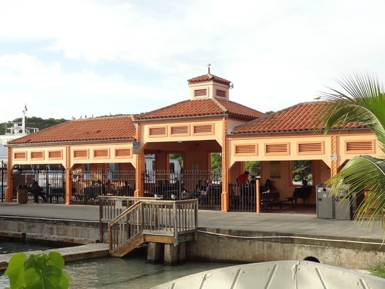 High Tide Bar & Seafood Grill : Ferry Dock close by.