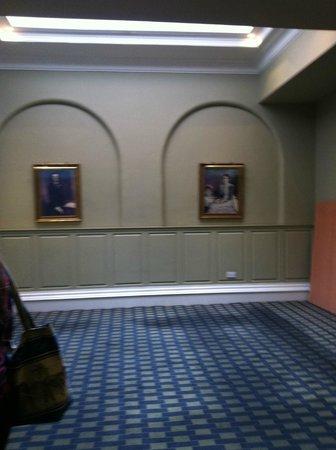 Paragon Hotel: corridor for the elevators