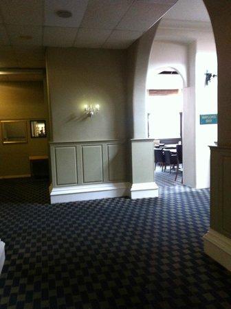 Paragon Hotel: hotel corridor