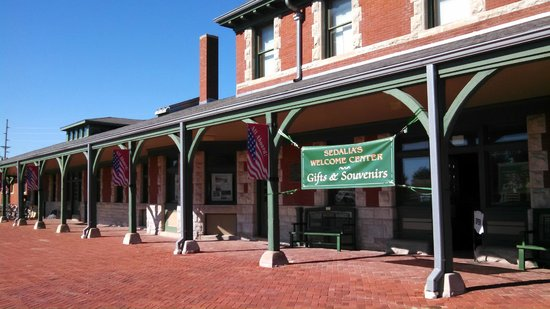 Georgetown Country View Estate: Katy Trail Depot and museum in Sedalia