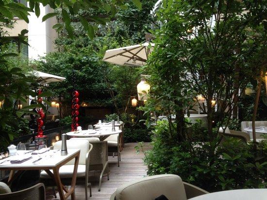 breakfast garden - Picture of Mandarin Oriental, Paris, Paris ...