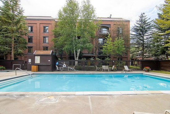 Park Station Resort Condominium: Swimming Pool