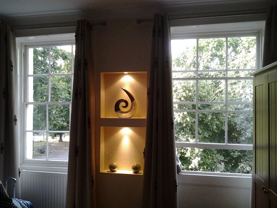 Mentone Hotel: finestre camera