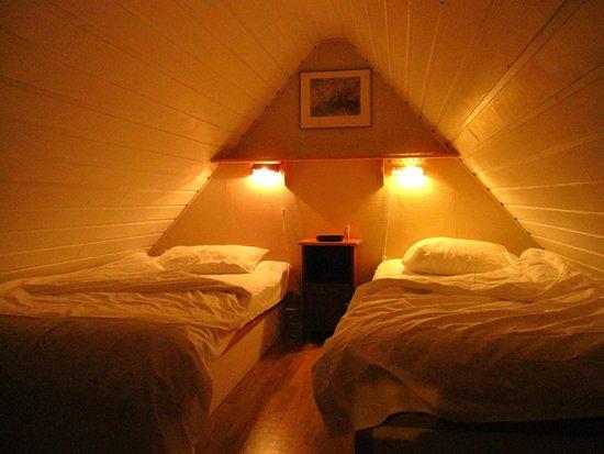la camera da letto mansardata - Picture of Vik Pensjonat og Hytter ...