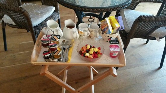 Dairy Barns Bed & Breakfast : Breakfast in our suite