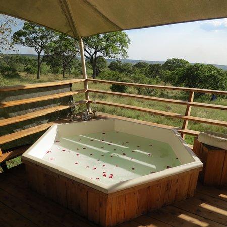 Serengeti Bushtops Camp : Our private hot tub