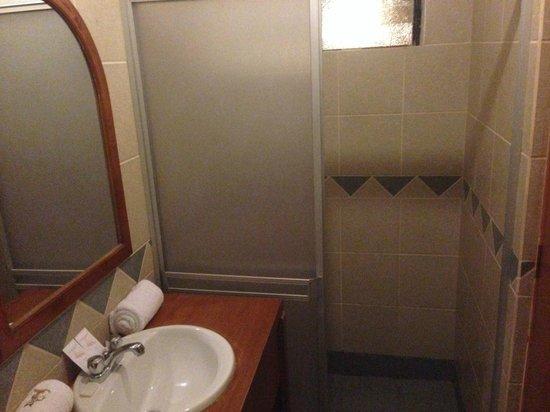 Koyllur Inn : Cabina doccia