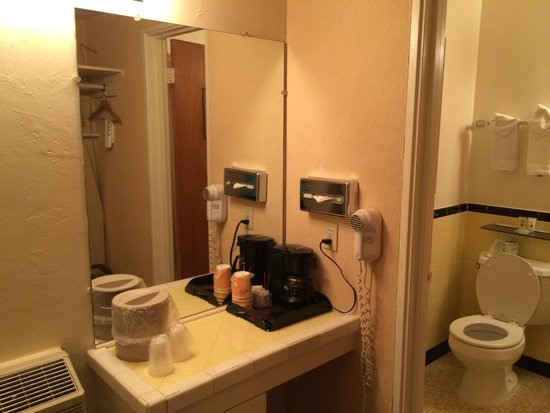 Garrett's Desert Inn : Bathroom