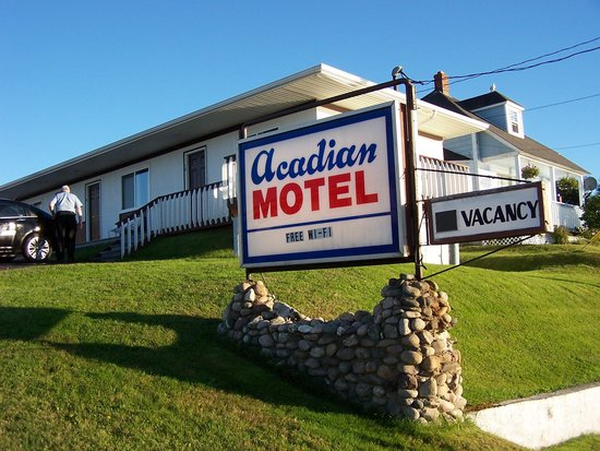 Acadian Motel: View from road.