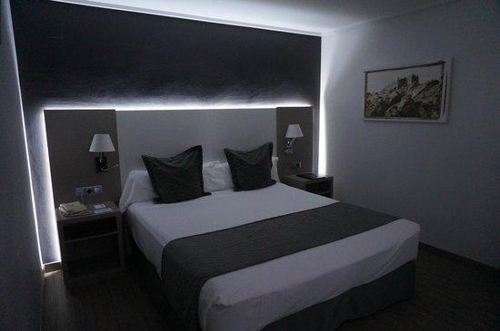 Hotel Cartagonova : Habitación muy acogedora y bien decorada. La iluminación impecable.