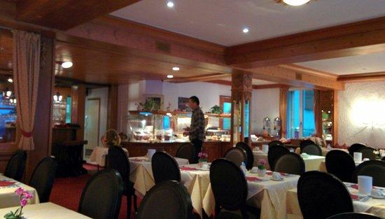 Central Hotel Wolter: Salle pour petit déjeuner.