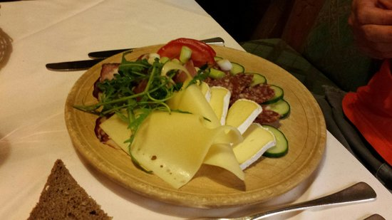 Hotel St. Georg: Assiette de fromages et charcuteries