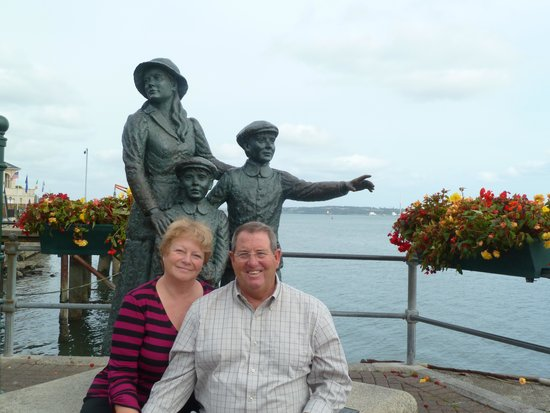 Killarney Guided Tours: Annie Moore Statue in Cohb
