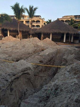 Grace Bay Club: DONT do it - Construction site!!
