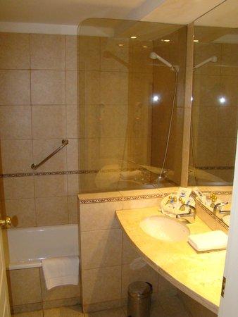 Hotel Nahuel Huapi : Banheiro