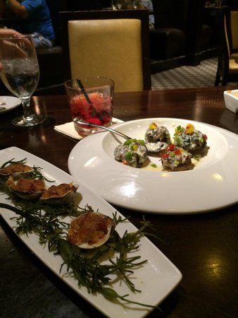 Fred & Steve's Steakhouse: Stuffed mushrooms and Clams casino