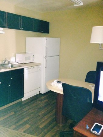 Extended Stay America - Houston - Med. Ctr. - NRG Park - Braeswood Blvd: Kitchen