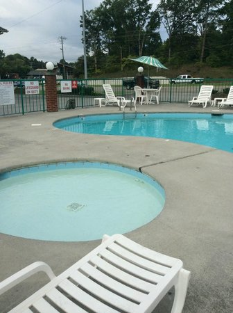 Mountain Aire Motor Inn: Very clean pool