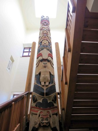 The Eiteljorg Museum: Totem Pole at back stairwell near canal
