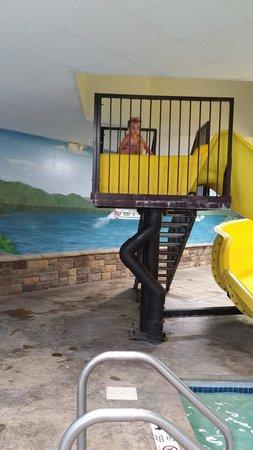 Comfort Suites Lake George: Pool Slide