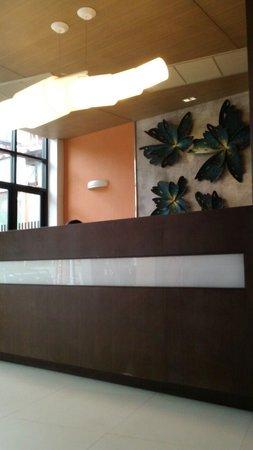 Eastin Easy Patong Phuket: Reception desk..