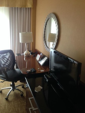 Montreal Marriott Chateau Champlain: Nice work area, but horrible WiFi