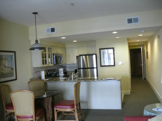 Turtle Cay Resort : Kitchen & Dining Area