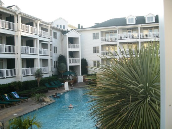 Turtle Cay Resort : Courtyard & Pool