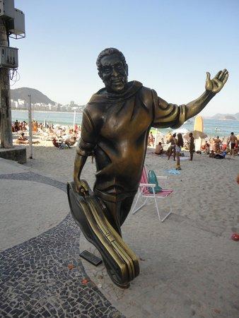 Estatua de Dorival Caymmi