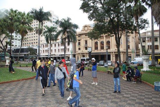 XV de Novembro Square : Vista da Praça XV com o Theatro Pedro II