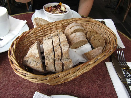 Gerloczy Rooms de Lux: Fresh-Baked Bread Basket