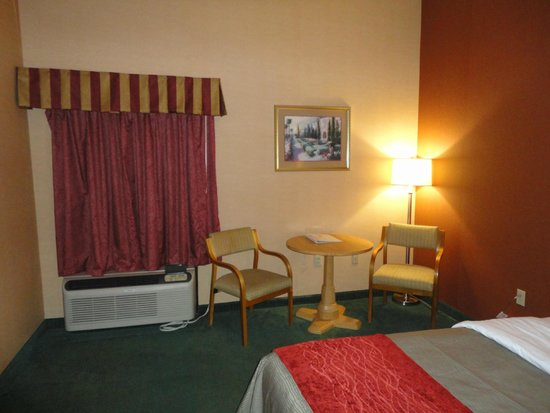 Comfort Inn Newport: Desk