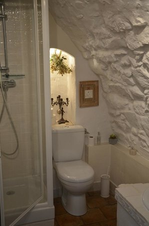 La Vieille Bergerie : great clean bath