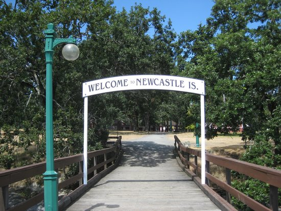 Newcastle Island : Welcoming entrance to the island from the ferry dock.
