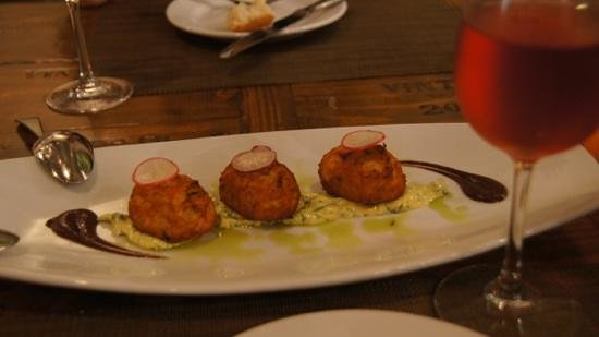 Cafe Lucia: bolinhos de bacalhau - I love them and loved these!