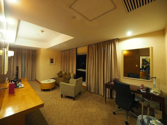 Working Table Picture Of Crowne Plaza Manila Galleria
