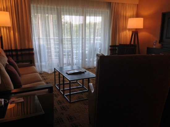 Jacksonville Marriott: Living room area (Villa)