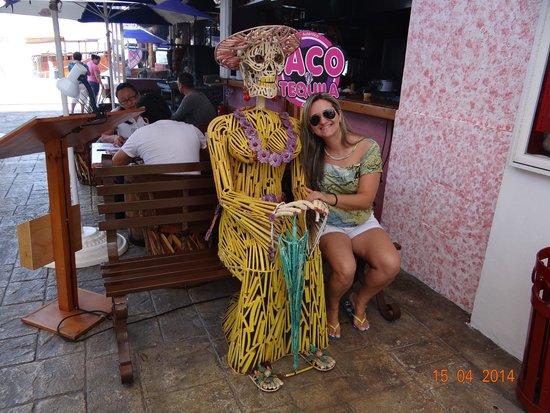 La Isla Shopping Village : Lojas c/ ornamentos voltados p/ fotos