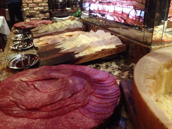 Midland, Teksas: Meats and cheeses on salad bar