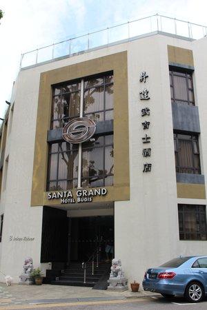 Santa Grand Hotel Bugis: Front of hotel