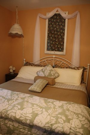 Amanda's Bequest - A Heritage Immersion Bed & Breakfast: Comfy Bed